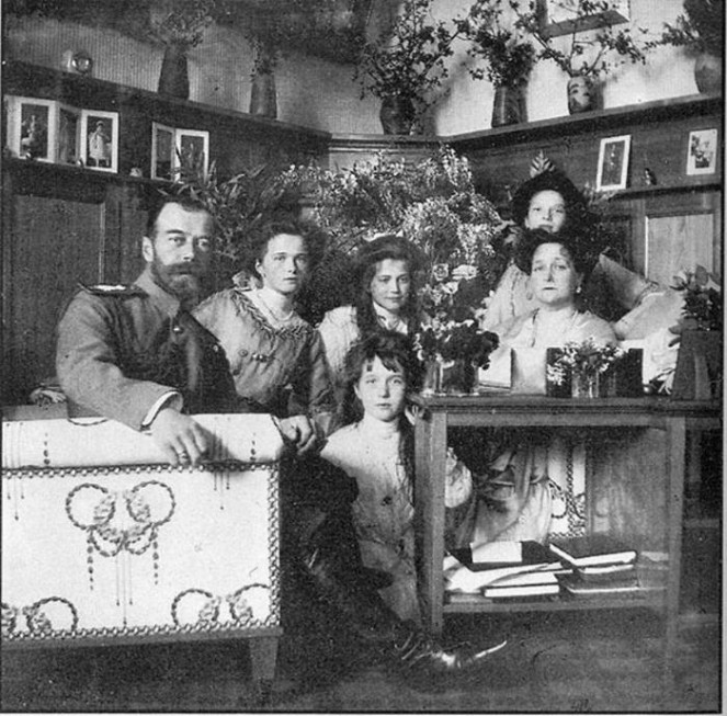 Какой была семейная жизнь последней императорской четы?