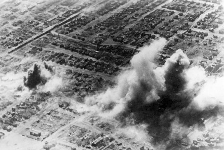 Bundesarchiv_Bild_183-J17737_Russland_Kampf_um_Stalingrad_Luftangriff
