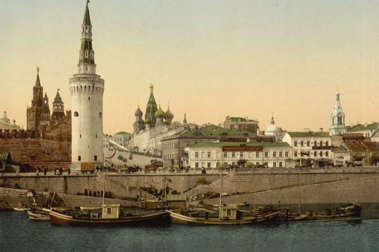 Какого цвета был московский Кремль изначально