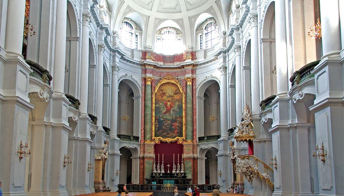 Что православным нельзя делать в католическом храме