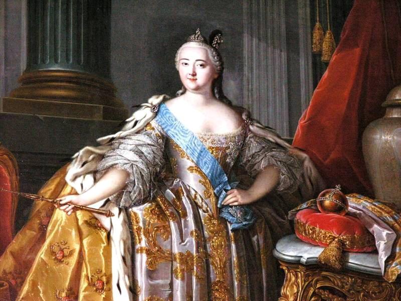 В каких платьях императрицы венчались на царство