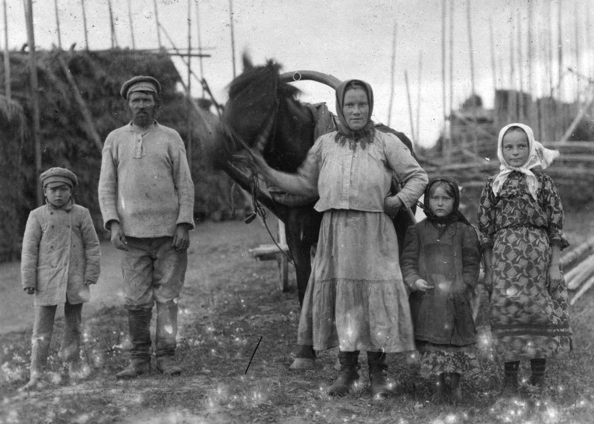 старые фото крестьян миску кладем
