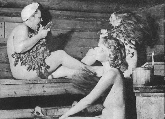 Женщина с другом в бане