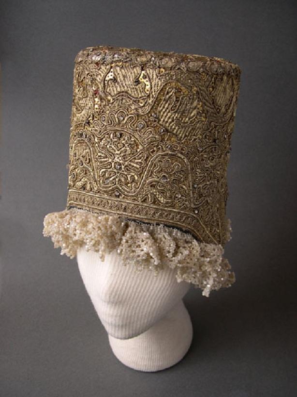 женская шапка вязаная спицами шахматным узором