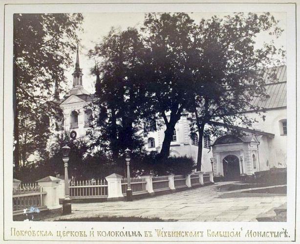 Покровская церковь и колокола в Тихвинском большом монастыре