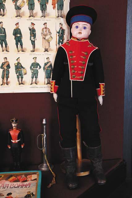Кукла в форме солдата лейб-гвардии Семеновского полка.