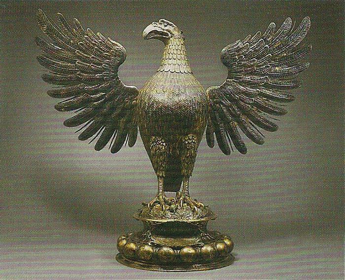 Кубок в виде скульптуры орла
