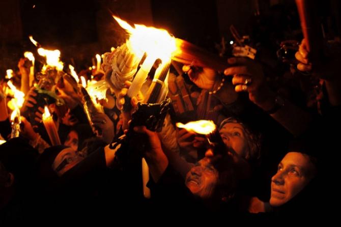 Благодатный огонь: свет, огонь и благодать