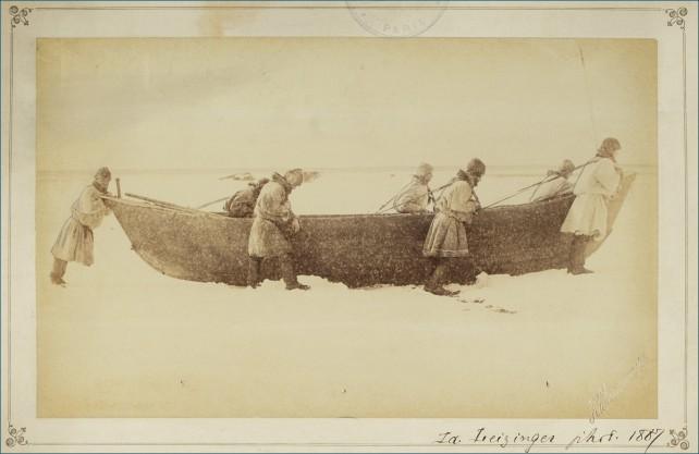 Мезенские охотники на тюленей на льду Белого моря