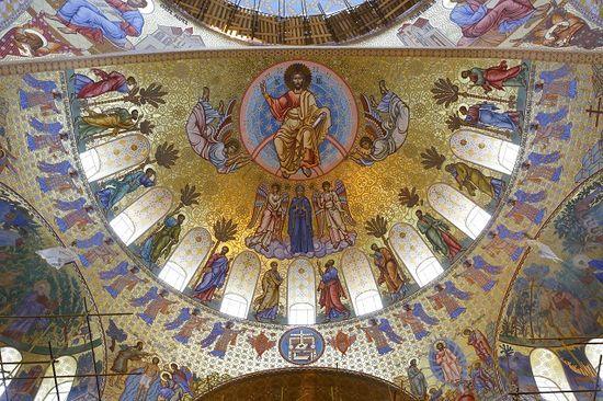Золото -отражение лика Божьего, считали на Руси