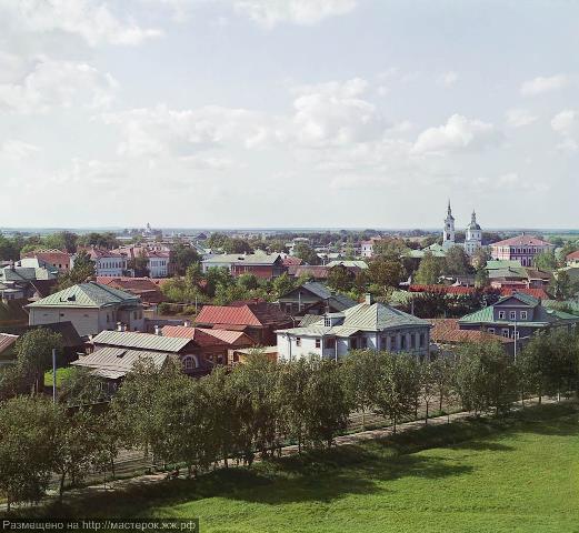 Общий вид Ростова с колокольни Всесвятской церкви.