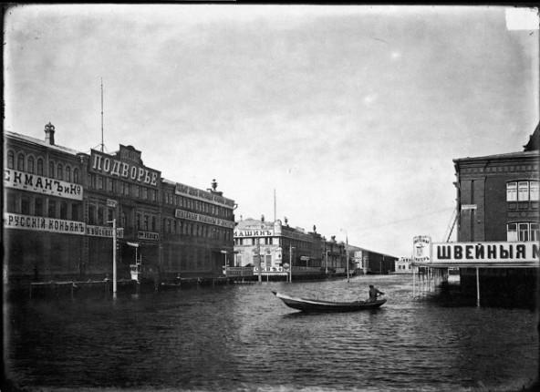 Театральная площадь Нижегородской ярмарки во время половодья 1896
