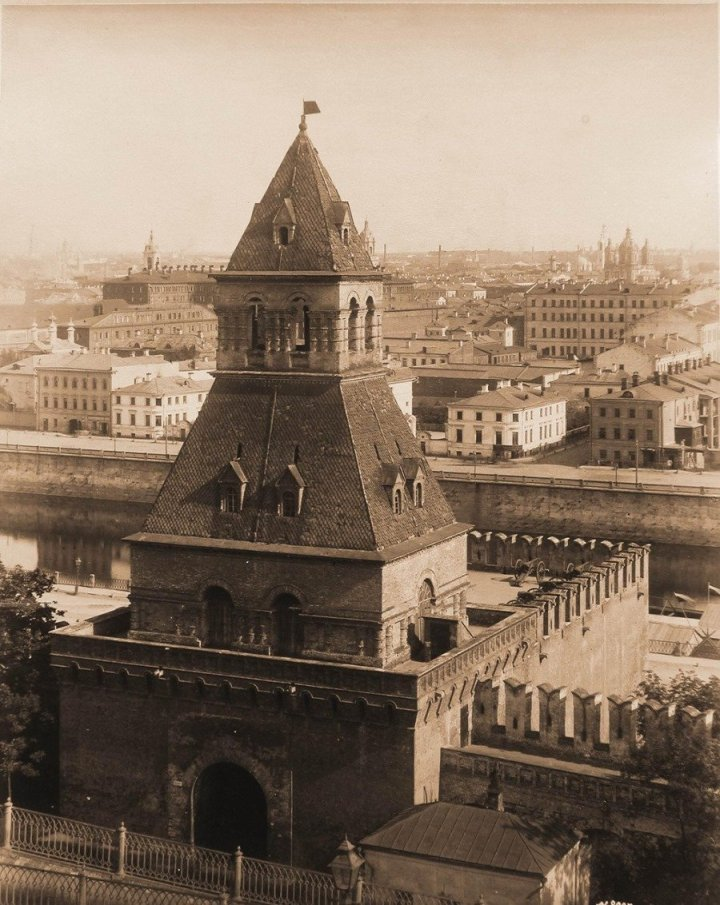 Москва. Кремль. Тайницкая башня
