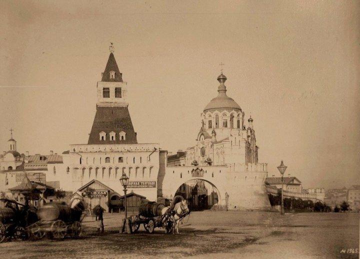 Москва. Никольские ворота