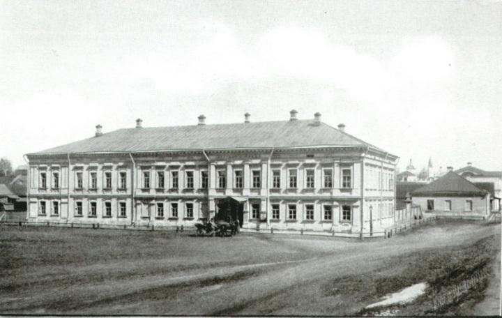 Здание окружного суда.