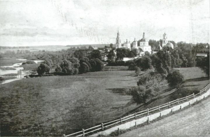 Вид из беседки городского сада на Клобуковский монастырь.