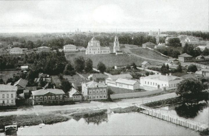 Вид с соборной колокольни на южную часть города.