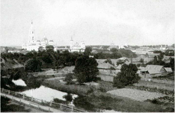 Вид из беседки городского сада на с.-з. часть города.