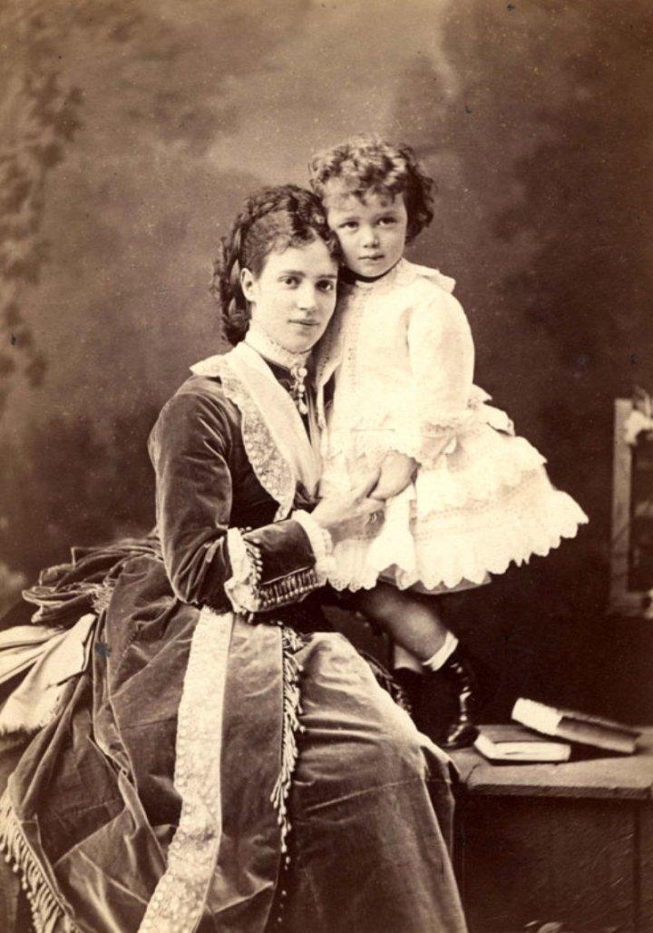 Мария Федоровна c сыном Ники. 1870 г
