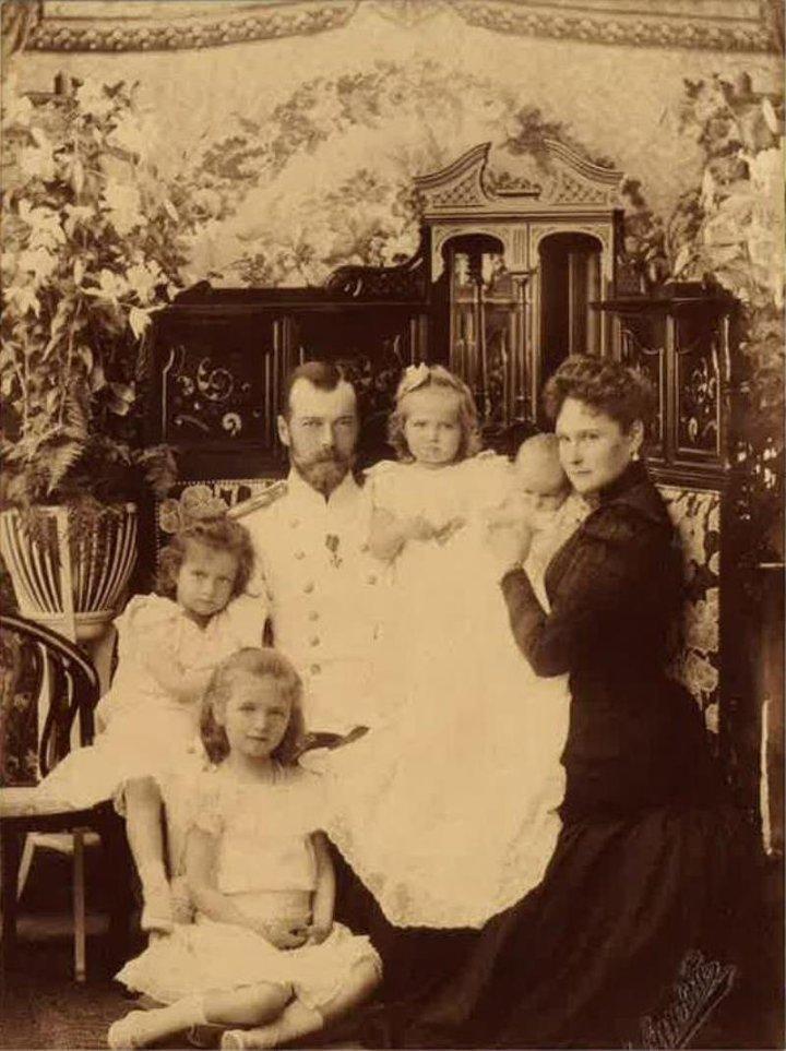 Император Николай II с семьей, август 1901, Петергоф