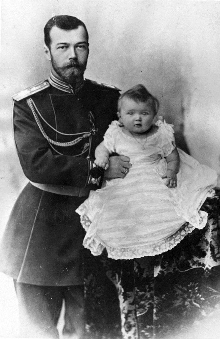 Император Николай II с Великой княжной Ольгой Николаевной.