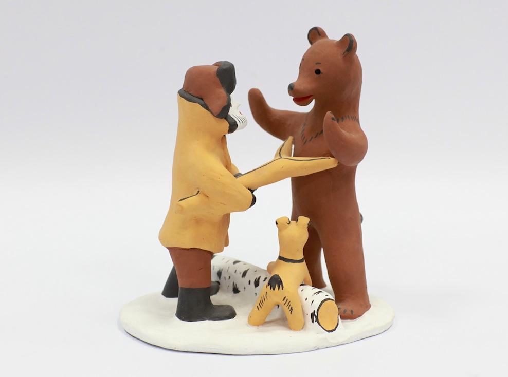 Мужик против медведя. Каргопольская игрушка
